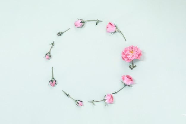 Рамка из розовых роз