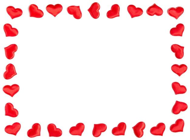 흰색 배경, 발렌타인 개념에 고립 된 빨간 하트로 만든 프레임.
