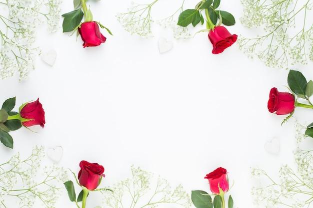 赤いバラで作られたフレーム上面図