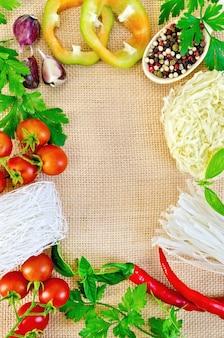 ライスヌードルと野菜とにんにくの袋詰めフレーム