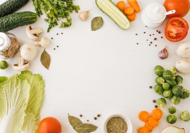 Рамка из овощей с копией пространства по центру.