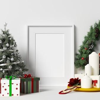白い壁のフレームモックアップでクリスマスデコレーション