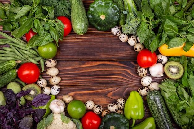 新鮮な野菜の盛り合わせのフレーム静物熟した野菜