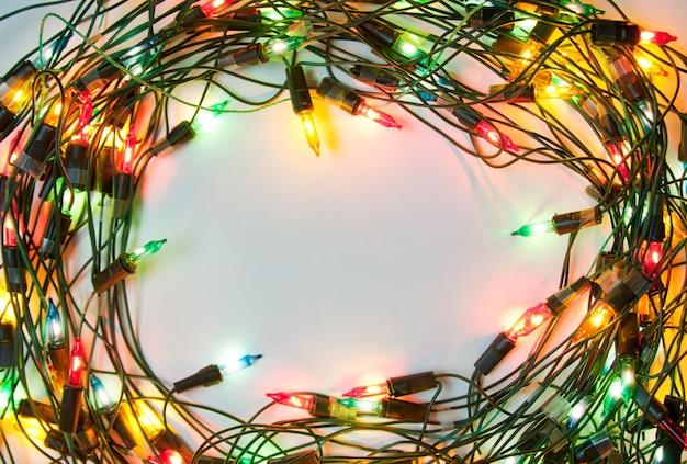 カラフルなクリスマスライトのフレーム