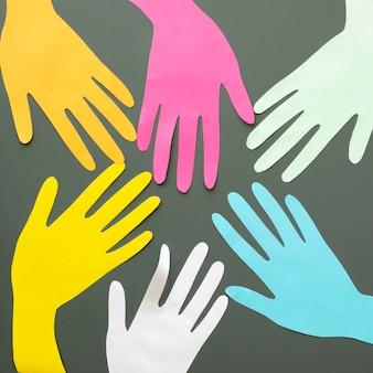 다채로운 종이 접기 손의 프레임
