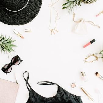 現代の女性の服やアクセサリーのコラージュのフレーム。ドレス、サングラス、帽子、財布、口紅、パイナップル