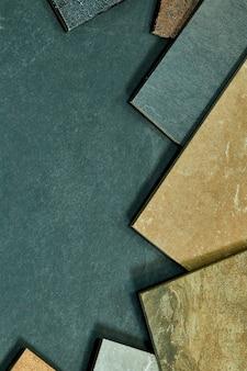 Рамка различных образцов различных декоративных плиток на каменных фоне.