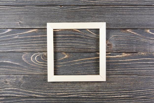 Рамка на старой деревянной поверхности