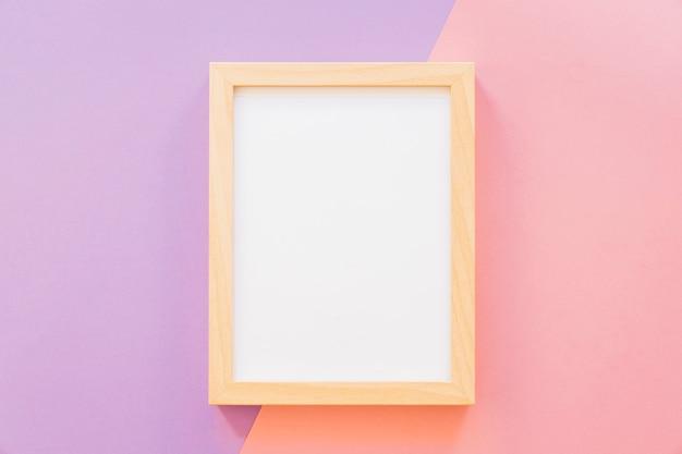 분홍색과 보라색 배경에 프레임
