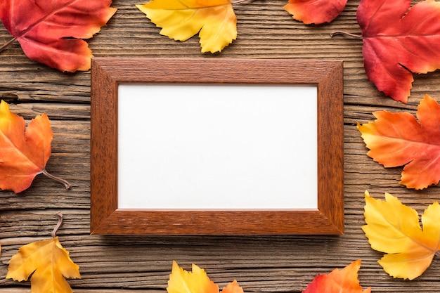 Рамка с осенними листьями