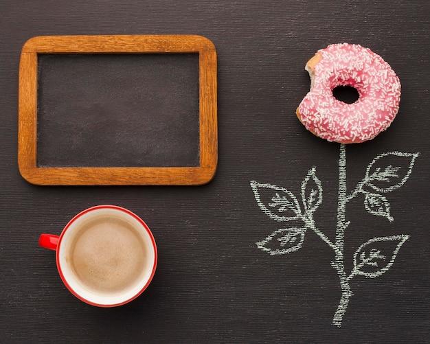 Рамка с кофе и пончик