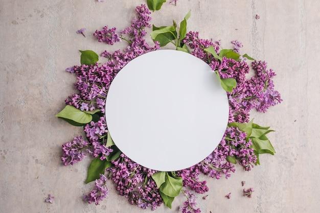 灰色の背景にライラックの花とフレーム