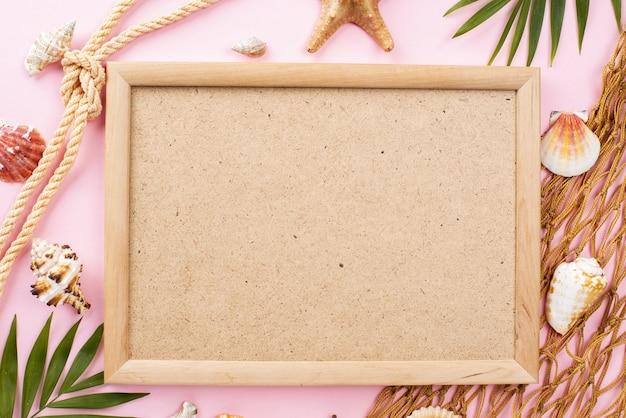 Рамка с ракушками и морскими звездами