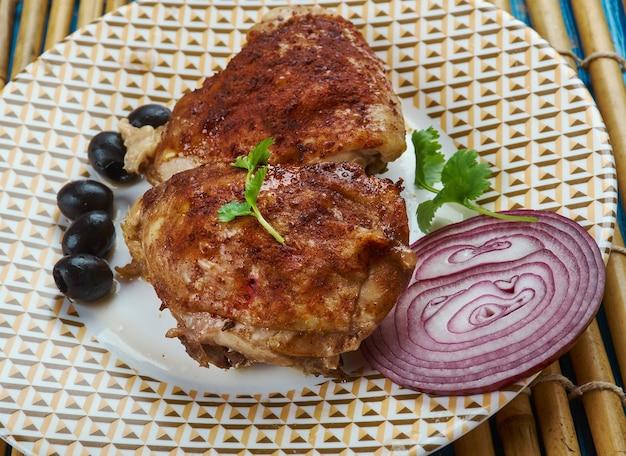 Франго ассадо - бразильское блюдо, жареный цыпленок, крупный план