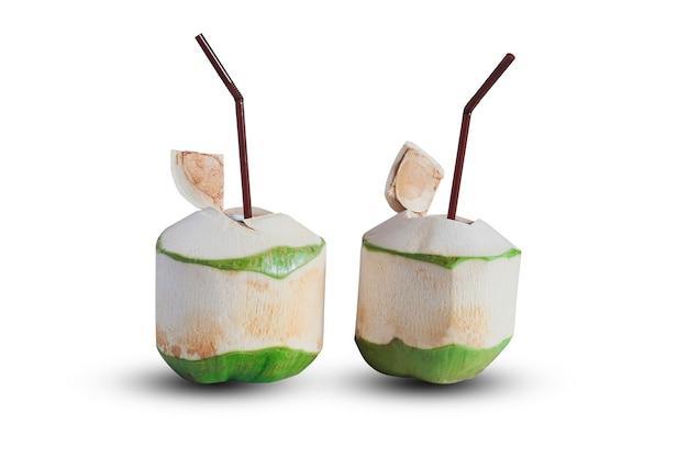 건강을 위해 코코넛 열매에서 달콤한 주스를 뿌립니다.