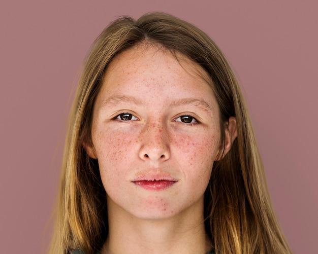 そばかすの女の子の顔の肖像画、自然の美しさの概念