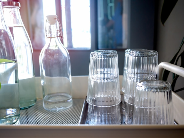 カフェに無料飲み水セルフサービス。