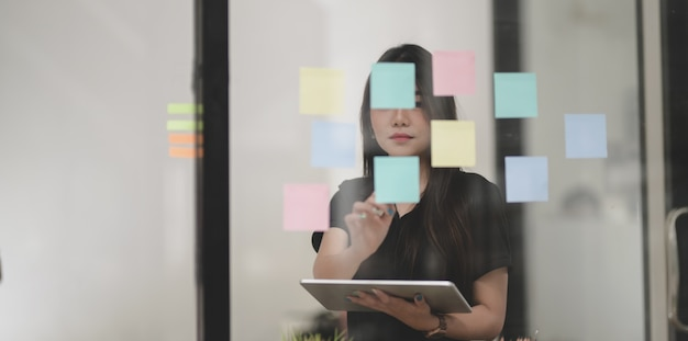 Freelancer collecting the idea from sticky note