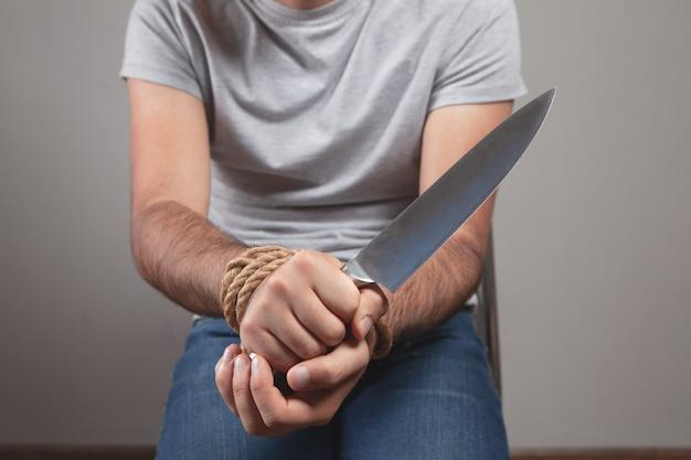ロープナイフから手を解放します