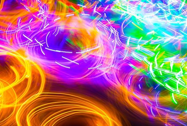 フリーズライト写真。波の形で抽象的な未来的なネオンパターンの背景。