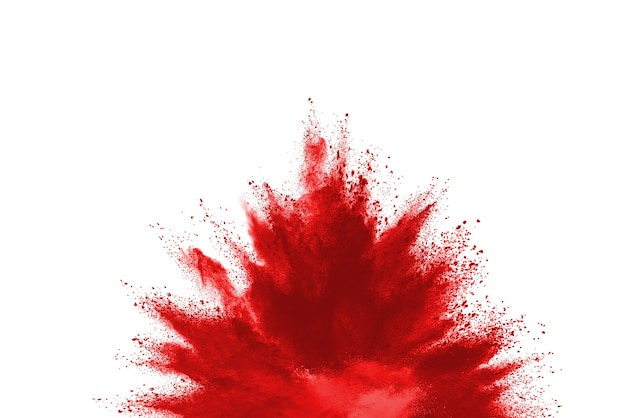 Заморозьте движение порошка красного цвета, взрывающегося на белом фоне.