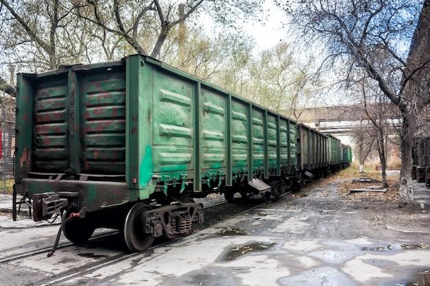工業地帯の貨物鉄道車両