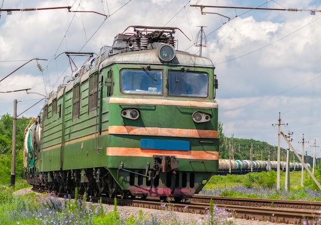 Грузовой поезд с газом и нефтью в украине