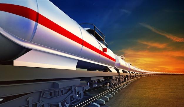 Грузовой поезд с масляными цистернами на фоне неба