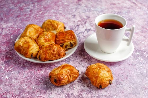 フランスのクロワッサンはパンオショコラを苦しめます。