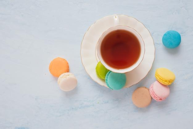 アフタヌーンティーまたはコーヒーブレイクと一緒に出されるフランスのデザート。