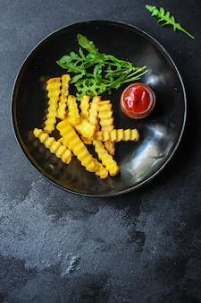 감자 튀김과 소스 맛있는 간식, 패스트 푸드, 튀긴 감자 메뉴. 음식. copyspace. 평면도