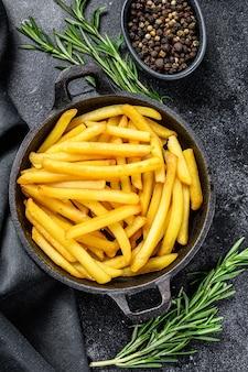 Картофель фри на сковороде, жареный картофель