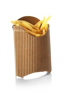 Картофель фри в бумажном пакете, изолированные на белом фоне