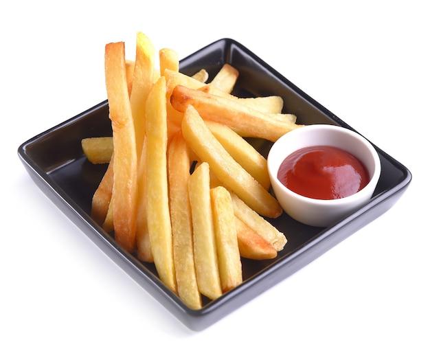 Картофель фри с кетчупом на белом фоне