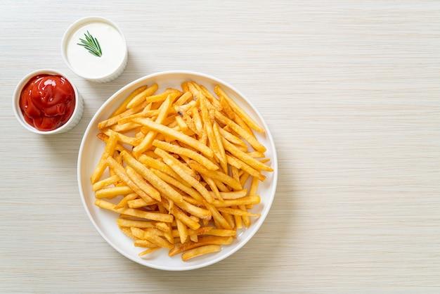 Картофель фри со сметаной и кетчупом