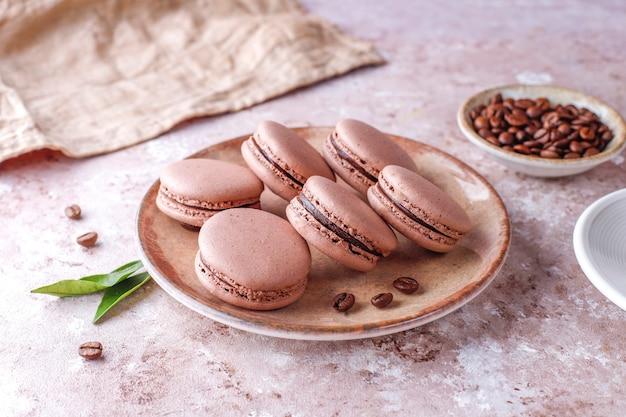 Французское миндальное печенье с кофейными зернами.