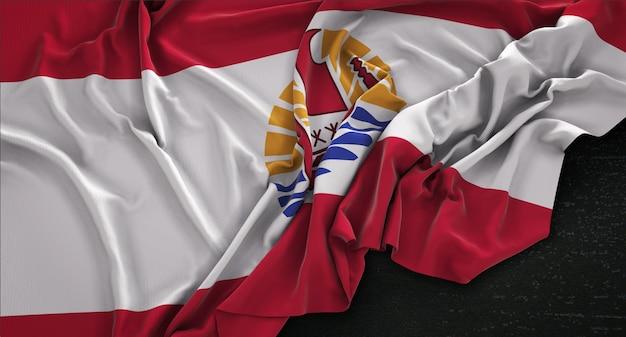 Флаг французской полинезии морщинистый на темном фоне 3d render