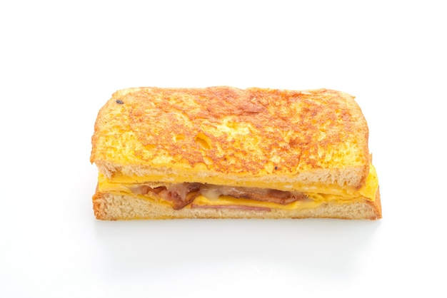 고립 된 계란 프렌치 토스트 햄 베이컨 치즈 샌드위치