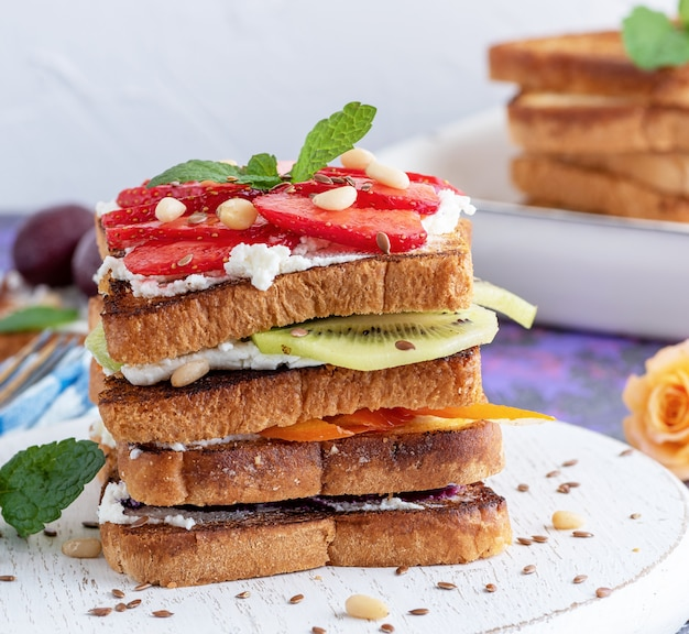 French toast with cottage cheese, strawberries, kiwi and blueberries