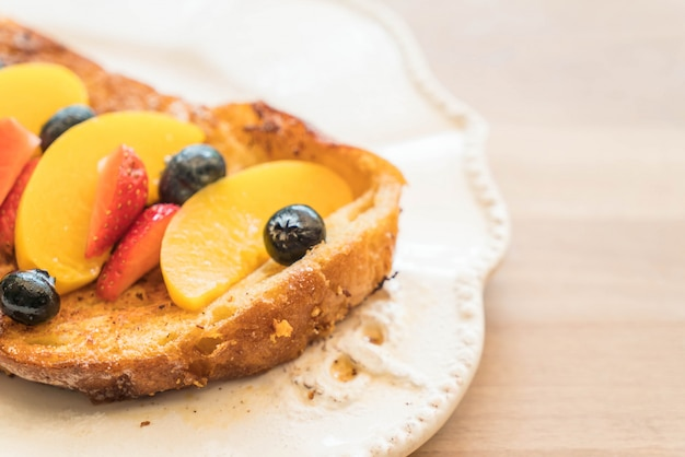French toast with peach, strawberry and blueberries