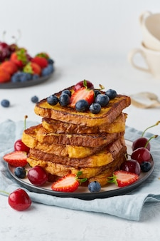French toasts with berries