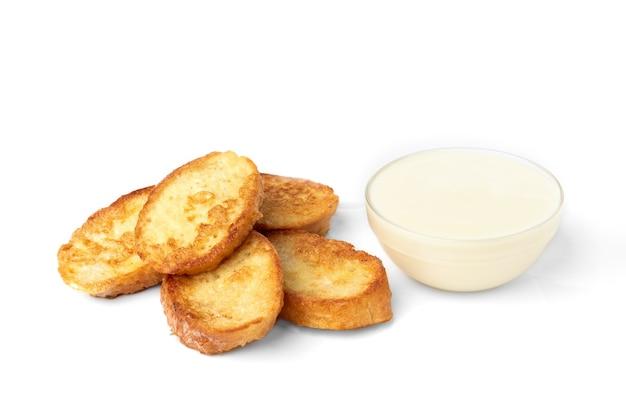 Французские тосты с изолированной сгущенкой.