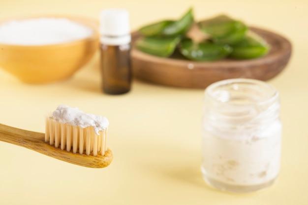 Свежая зубная паста с алоэ вера