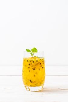 Свежий и замороженный сок маракуйи