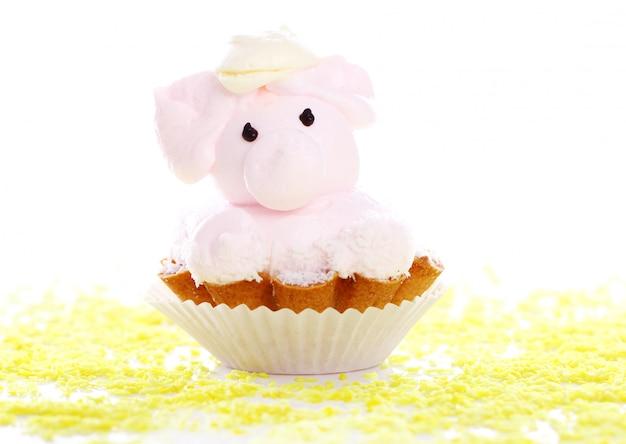 豚の形をした新鮮でおいしいケーキ