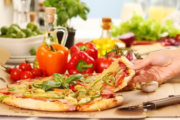 Свежая и вкусная пицца