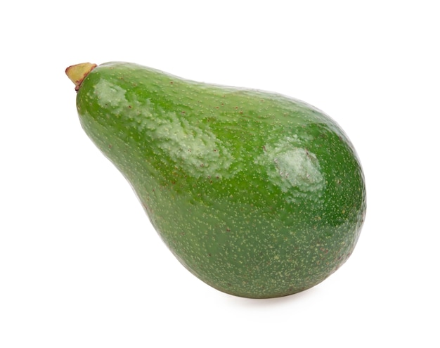 Свежий авокадо, изолированные на белом фоне