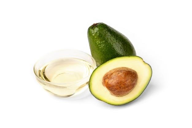 Свежие авокадо с маслом на белом фоне