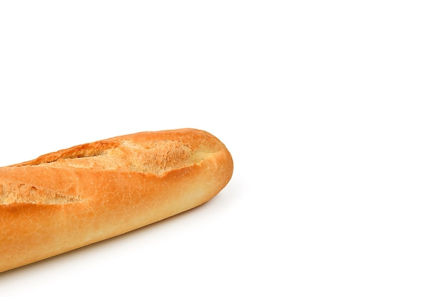 Свежий хлеб багет длинный на белом