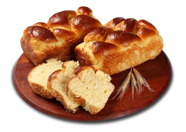 焼きたてのおいしい甘いブリオッシュ、パン、パン、白い表面に分離されたパン